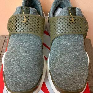 Women's Nike Sock Dart SE - New with Box